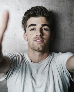 """Andrew Taggart is an American DJ. He is best known as a member of the electronic duo The Chainsmokers. The Chainsmokers became famous for their singles """" """"Roses,"""" &… Chainsmokers, Andrew Taggart, Sam Tsui, Lennon Stella, Warner Music, Teenage Dirtbag, Calvin Harris, Gorgeous Men, Beautiful"""