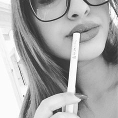 ✖️Drunk in love✖️ #smokingcanbesexy #weekend | | w/ @pegahhii #vitastikcalm #lips #perfectday #love #beautiful #girl