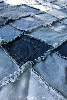 How to Make a Denim Quilt Using Old Jeans (An Ultra Simple Sewing Project!) How to Make a Denim Quilt Using Old Jeans (An Ultra Simple Sewing Project! Denim Quilts, Denim Quilt Patterns, Blue Jean Quilts, Bag Patterns, Jean Crafts, Denim Crafts, Upcycled Crafts, Diy Old Jeans, Recycle Jeans