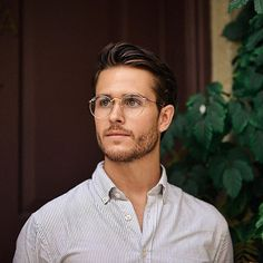 Joining efforts with to bring awareness to men's health this by posting a picture of the amazingly gorgeous <-- this guy is awesome With every badges unlocked will donate 1000 to the Prostate Cancer Foundation Style Vintage Hommes, Beard Styles, Hair Styles, Adam Gallagher, Style Masculin, Men Eyeglasses, Mode Masculine, Haircuts For Men, Haircut Men