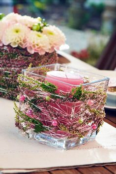 Smarte Tischdekoration Heidetrends The post Smarte Tischdekoration Heidetrends appeared first on PINK DiY. Candle Centerpieces, Wedding Centerpieces, Wedding Decorations, Flower Decorations, Diy Candles Video, Smart Table, Deco Floral, Decoration Table, Fall Decor