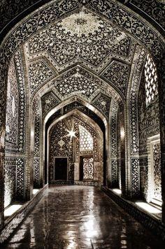 Sheikh Lotf-allah's Mosque  Isfahan  Iran (by Erfan Shoara)