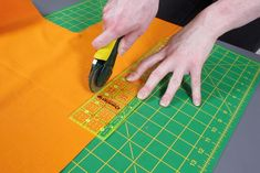 How to Make a Hanging Pocket Organizer - Measure and cut the fabric Range Document, Bias Tape Maker, Hanging Fabric, Pocket Organizer, Thing 1, Straight Stitch, Quilt Patterns, Quilting, Classroom