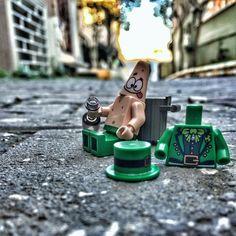 what happened? where am I?  -- photo idea inspired by @wetchef -- #stpatricksday #patrick #spongebob #lego #legopulup #brickcentral #stuckinplastic #vitruvianbrix #brickinsider #minifigure #toyhumor #toyartistry #toygroup_alliance #justanothertoygroup #zifu_toys #RebelToysClub #toptoyphotos by pulup