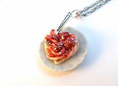 Polímero arcilla espagueti y albóndigas en un plato de cerámica mini atado en 20 cadena de bola de 1.5mm o el collar de cadena de acoplamiento plana.