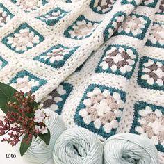 今日はどんより曇り空☁️ =編み物日和です😌 約2ヶ月寝かせておいた?グラニースクエアのモチーフを繋ぎました。 最初はとじ針で繋ぐ予定でしたがいろいろ悩んだ末にこんな形に✨ もう少しサイズを大きくして縁編みしたら出来上がりです。 pic手前の糸は最近手に入れたオーガニックのコットン糸🎵 自然な感じのパステルカラーで気に入っています💕 #グラニースクエア #グラニースクエアブランケット #編み物 #手編み #手編み雑貨 #手仕事 #かぎ針編み #モチーフつなぎ #ハンドメイド #編み物日和 #オーガニックコットン #パステルオーガニック #ビバーナムティヌス #曇りの日 #写真綺麗に撮れない #crochet #crochetlove #instacrochet #handknit #handmade #bluegreen #organiccotton #knitstagram Blanket, Crochet, Chrochet, Rug, Crocheting, Blankets, Cover, Comforters, Knits