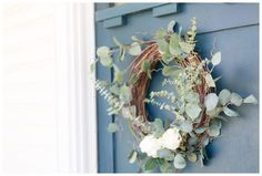 Five Minute Eucalyptus Wreath {Seasonal Simplicity} - Amber Tysl springdecor Diy Spring Wreath, Diy Wreath, Grapevine Wreath, Wreaths, Funky Painted Furniture, Painted Chairs, Painted Tables, Modern Furniture, Furniture Design