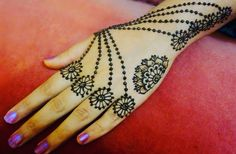 Henna mehndi design Henna Designs Back, Mehndi Designs For Girls, Beautiful Henna Designs, Henna Mehndi, Hand Henna, Mehendi, How To Do Henna, Mehandi Design For Hand, Henna Pictures