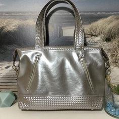 Béatrice sur Instagram: JAVA - Nouveau craquage ! Nouvelle version du sac Java , tellement beau ! Après le bleu irisé, voici le gris clair irisé. J'adore !!!! Et…