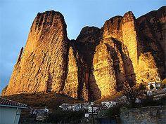 Tombée du soleil sur los Mallos de Riglos Monument Valley, Photos Voyages, Nature, Travel, Zaragoza, Spain, Sun, Places, World