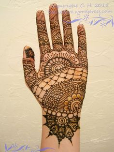 henna, I like the wrist design Mehndi Tattoo, Henna Tattoo Designs, Henna Mehndi, Henna Art, Bridal Henna Designs, Latest Mehndi Designs, Bridal Mehndi, Mehandhi Designs, Henna Nails