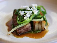 Dishes like kangaroo pho, lamb tartare with native South Australian karkalla and crocodile broth are popping up at restaurants around the country, thanks to the efforts of Aboriginal chefs encouraging the use and appreciation of native ingredients Restaurant Trends, New Zealand Food, Native Foods, Chef Paul, Australian Food, Short Ribs, Grubs, Recipe Using, Healthy Tips