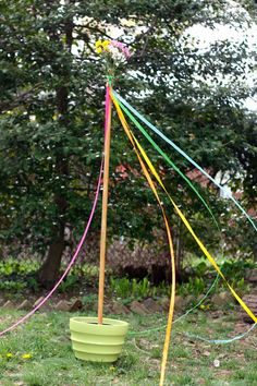 DIY mini maypole...a May Day celebration for your backyard...