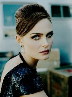 Emily Deschanel for Hollywood Life Magazine, Winter 2007 Photographed by Jim Wright Emily Deschanel, Pretty People, Beautiful People, Beautiful Women, Jim Wright, Booth And Brennan, Jessica Day, Mademoiselle, Hollywood Life