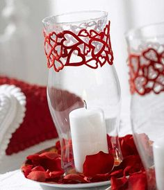 DIY #valentine's Day center prices for that special evening with your sweetie. don't forget #chocolate.     http://www.diycenterpieceideas.com/romantic-table-decorations-and-centerpiece-ideas-for-valentines-day/