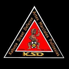 """KSDKahuna Street Defense  Nuestro escudo """"Tres""""  El número tres es universalmente fundamental, expresa el orden espiritual de Dios, en el cosmos y en el hombre. El simbolismo del triángulo corresponde al del número tres.  El Triángulo está asociado con el número tres y está en la base de la sección áurea,expresando divinidad y representando a todos los conceptos que están formados por tres componentes como el caso de los reinos naturales: reino mineral, reino vegetal y reino animal. El…"""