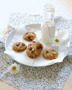 Cookies com gotas de chocolate e amendoim