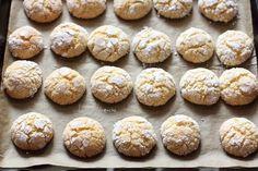 Fursecuri cu nuca de cocos (reteta fara unt) Unt, Biscuit Recipe, Sweets Recipes, Coco, Biscuits, Muffin, Food And Drink, Bread, Cookies
