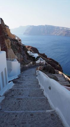 Greece Travel Inspiration - the Greek Islands are a bucket list destination for a good reason, let me show you how we spent 2 days in Santorini relaxing! #80pairsofshoes #greece #santorini