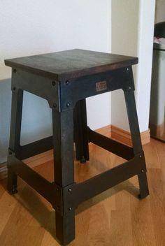 Nogal y acero industrial taburete/end table