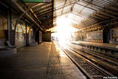 Bonjour à tous, le métro au petit matin ? Station de métro Bir Hekeim à Paris :)