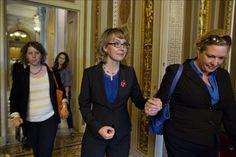 Excongresista Gifford apoya proyecto para proteger mujeres de violencia y armas