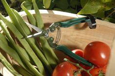 Groene dunschaar geschikt voor knippen van bloemen, vanuit de tuin of die u koopt/cadeau krijgt.  Het smalle puntige mes zorgt voor de preciesie in oogsten.  Geschikt voor in de keukenla als voor in de tuin.