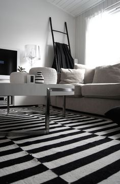 black and white stripes….yes!
