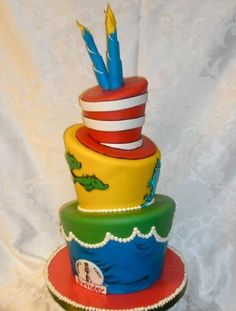 Dr. Seuss 1st birthday party. Smash cake and cupcakes