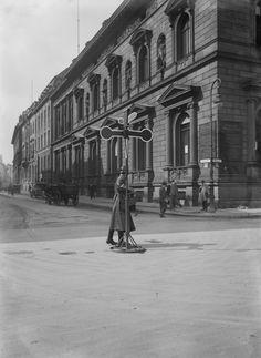 Das im Neu-Renaissance-Stil gehaltene 'Palais Borsig' (1875/1877) an der Ecke Wilhelmstraße und Voßstraße. Das prächtige Gebäude wurde von Richard Lucae entworfen. Um 1930.