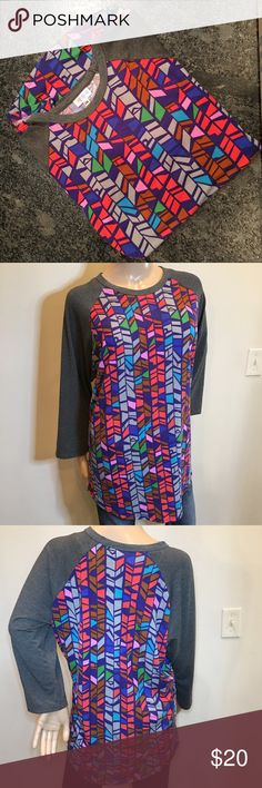 🔒LULAROE VIBRANT SOFT GUC 🔒LULAROE VIBRANT SOFT GUC. NO STAINS SNAGS RIPS HOLES- HAS A BIT OF PILLING BUT SOLID, CLEAN AND SOFT! SIZE 2XL LuLaRoe Tops