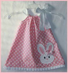 Super Cute Bunny applique dress Pink Polka Dot and Ruffle Easter dress Inspiration for a pillowcase dress to wear with white pants and a white collared shirt. Maybe see about bunny shoe covers to match. Stylish Eve Fall 2013 Outfits: Fall for Plaid Praye Sewing For Kids, Baby Sewing, Fashion Kids, Toddler Dress, Baby Dress, Dress Girl, Pink Dress, Little Girl Dresses, Little Girls