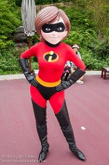 Incredible (Elastagirl, Helen Parr) and pictures of Mrs. Incredible including where to meet them and where to see them in parades and shows at the Disney Parks (Walt Disney World, Disneyland, Disneyland Paris, Tokyo Disneyland) Disney Cartoon Characters, Disney Cartoons, Disney Parks, Walt Disney World, Mrs Incredible, Marvel Women, Tokyo Disneyland, Tigger, Pixar