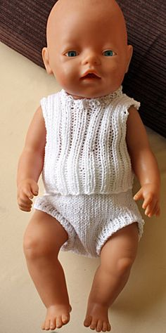 Knitting Dolls Clothes, Knitted Dolls, Doll Dress Patterns, Clothing Patterns, Girl Dolls, Baby Dolls, Baby Born Clothes, Baby Barn, Free Baby Stuff