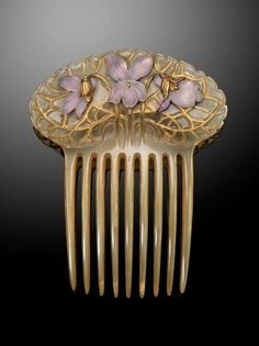 An Art Nouveau hair comb by René Lalique, the horn comb applied with three foil backed frosted glass violets. Mounted in gold. Signed LALIQUE to reverse. Vintage Hair Combs, Vintage Hair Accessories, Vintage Jewelry, Bijoux Art Nouveau, Art Nouveau Jewelry, Hair Jewelry, Jewelry Art, Jewellery, Gold Jewelry