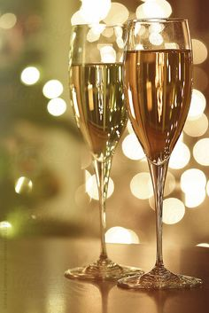 Two glasses of champagne for the holidays by Sandra Cunningham - Champagne, New year's eve - Stocksy United Happy New Year Message, Happy New Year Quotes, Happy New Year Greetings, New Year Greeting Cards, Quotes About New Year, Glass Of Champagne, Champagne Taste, Wine Art, Happy Birthday Images