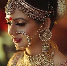 Indian wedding dress In India, the wedding rituals and clothes weding: indian bridal jewelry Indian Bridal Fashion, Indian Bridal Makeup, Indian Wedding Jewelry, Indian Jewelry, Bridal Makeup Pics, Bridal Makup, Bridal Pics, Indian Weddings, Bridal Outfits