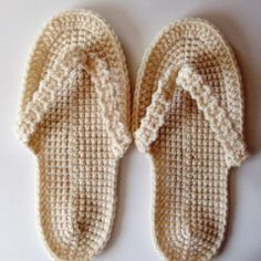 [Free Pattern] Have Fun Making These Flip-Flop Slippers - Knit And Crochet Daily Crochet Sandals Free, Crochet Boots, Love Crochet, Crochet Clothes, Knit Crochet, Ravelry Crochet, Crochet Flip Flops, Crochet Gratis, Diy Couture