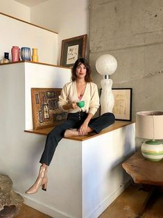 The effortless Parisienne style of Jeanne Damas in 9 staple pieces Jeanne Damas, French Women Style, French Girls, Style Chic Parisien, French Capsule Wardrobe, Parisian Wardrobe, Parisienne Style, Parisian Chic Style, French Chic Style