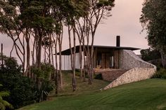 Cowes Bay Residence, Waiheke Island, New Zealand - The Cool Hunter - The Cool Hunter Waiheke Island, Hiking Spots, Central City, Exterior Cladding, Modern Exterior, The Locals, Modern Design, Outdoor Structures, House Design