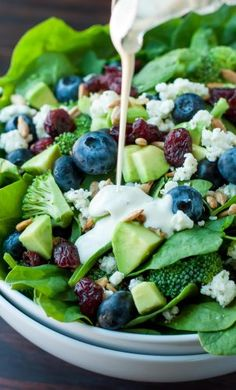 Blueberry Broccoli Spinach Salad with Poppyseed Ranch - Peas And Crayons Heidelbeer-Brokkoli-Spinat-Salat mit Mohn-Ranch Vegetarian Recipes, Cooking Recipes, Healthy Recipes, Salad Recipes Gluten Free, Cooking Rice, Keto Recipes, Blueberry Salad, Broccoli Salad, Spinach Salad Recipes