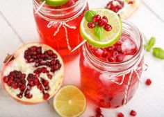 Pomegranate juice contains nutrients and antioxidants that make it beneficial for your body. The juice may also help contribute to weight loss, particularly if you consume it in place of unhealthy … Refreshing Drinks, Yummy Drinks, Orange Twist, Pomegranate Juice, Lemon Lime, Non Alcoholic, Smoothies, Weight Loss, Fruit