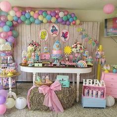 Arraso de festa com o tema Galinha Pintadinha! 1st Birthday Party For Girls, Baby Party, Birthday Parties, Pig Candy, Birthday Venues, My Little Pony Party, Kids Party Themes, Theme Ideas, Backdrops For Parties