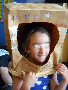 Could use boxes for this and make different alien heads for space theme Space Theme Preschool, Space Activities, Space Projects, Space Crafts, Vbs Crafts, Art Projects, Astronaut Helmet, Space Classroom, Classroom Ideas
