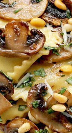Ravioli with sautéed mushrooms is an easy pasta dish featuring ravioli with golden sautéed mushrooms, toasted pine nuts, parmesan and basil. Mushroom Ravioli, Mushroom Recipes, Easy Pasta Dishes, Food Dishes, Veggie Dishes, Italian Dishes, Italian Recipes, Giada De Laurentiis, Pasta Recipes