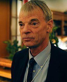 Andrew Michael Spence, né le 7 novembre 1943 à Montclair (New Jersey, États-Unis), est un économiste américain. Il a reçu le « prix Nobel » d'économie en 2001 avec Joseph E. Stiglitz et George Akerlof pour ses analyses du marché en situation d'asymétrie d'information.