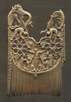Comb of Heribert: Crucifixion, ivory, half of c., Schnütgen Museum B 100 Ancient Egyptian Tombs, Ancient Artifacts, Le Morse, World Hair, Vintage Hair Combs, Hair Grips, Barrettes, Ancient Jewelry, Medieval Art