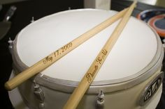 a drum groom's cake -- my guy would love this! With Wedding date on the drumsticks Wedding Cake Photos, Wedding Cakes, Twilight Wedding, Drum Cake, Cake & Co, Offbeat Bride, Unique Wedding Invitations, Unique Cakes, American Wedding