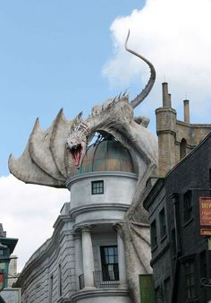 Diagon Alley Dragon at Universal Studios Florida Universal Studios Florida, Universal Orlando, Fantasy Dragon, Fantasy Art, Fantasy Creatures, Mythical Creatures, Amazing Architecture, Art And Architecture, Image Swag