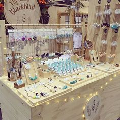 Ideas for jewerly stand display market stalls Craft Stall Display, Market Stall Display, Craft Booth Displays, Market Displays, Market Stalls, Display Ideas, Craft Show Table, Craft Show Booths, Craft Show Ideas